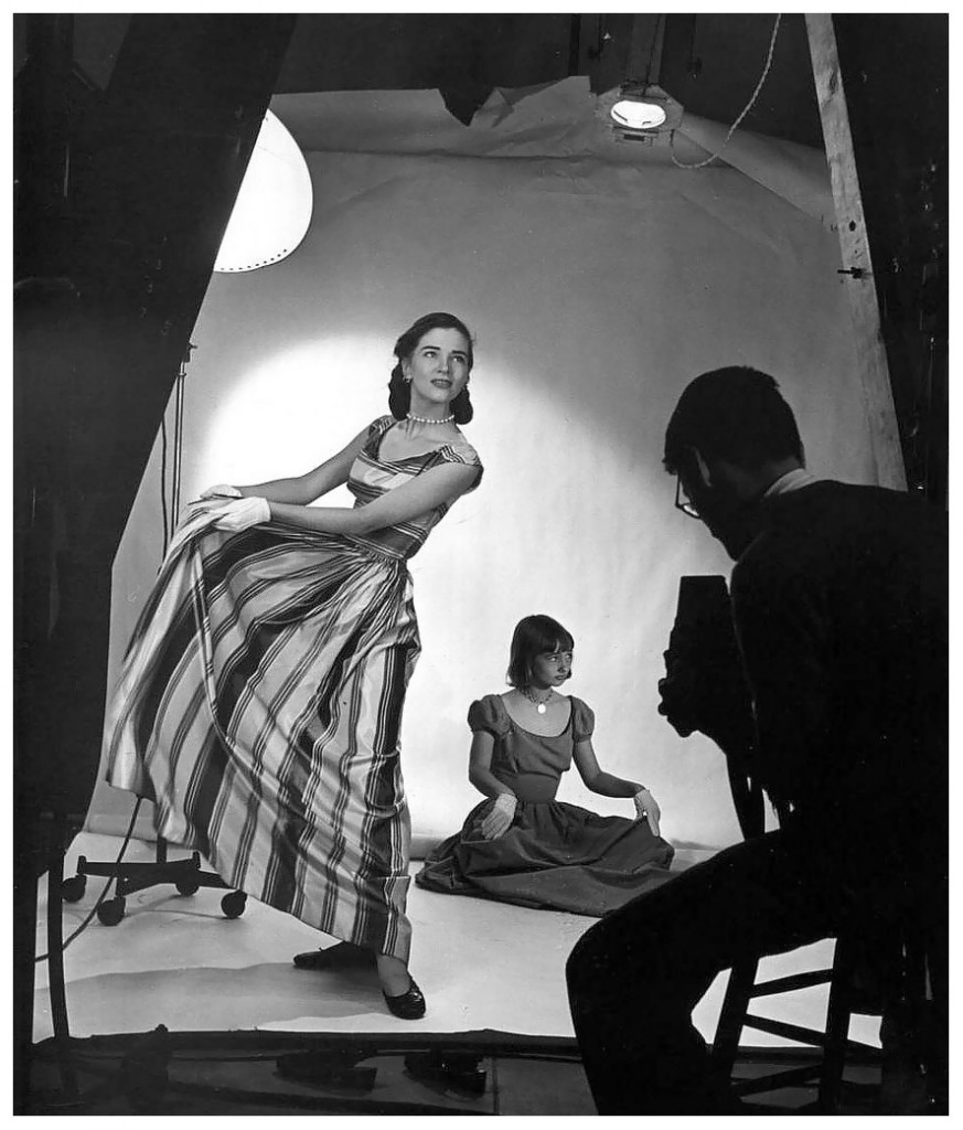 Richard Avedon dans son studio, en 1950.